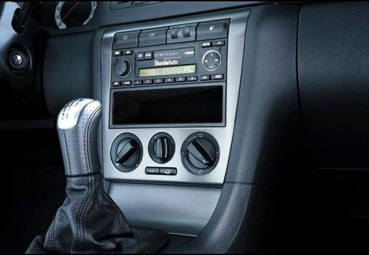 SKODA Octavia II hatchback szczegółowe opcje