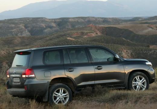 Toyota Land Cruiser V8 I kombi zielony tylny prawy