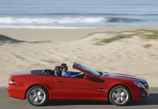 MERCEDES-BENZ Klasa SL roadster czerwony jasny boczny prawy