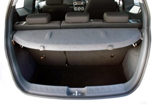 MITSUBISHI Colt hatchback biały przestrzeń załadunkowa