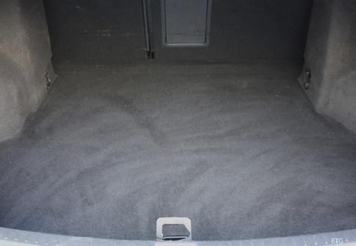 Toyota Avensis V sedan przestrzeń załadunkowa