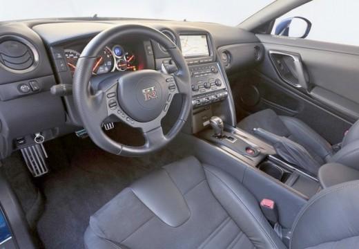 NISSAN GT-R coupe wnętrze