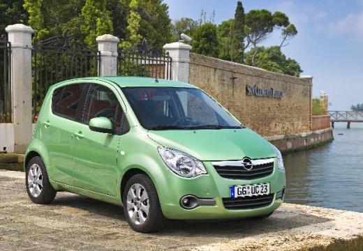 OPEL Agila hatchback zielony przedni prawy