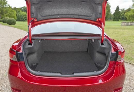 MAZDA 6 V sedan przestrzeń załadunkowa