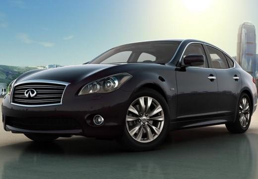 INFINITI Q70 sedan silver grey