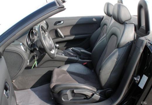 AUDI TT II roadster wnętrze