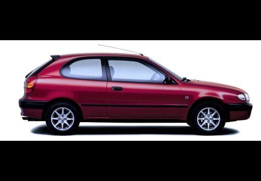 Toyota Corolla hatchback czerwony jasny boczny prawy