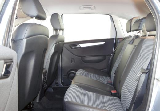 MERCEDES-BENZ Klasa B hatchback wnętrze