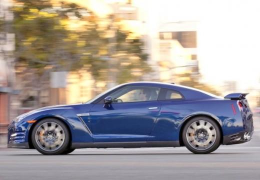 NISSAN GT-R coupe niebieski jasny boczny lewy