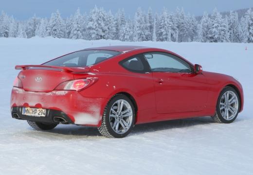 HYUNDAI Genesis I coupe czerwony jasny tylny prawy