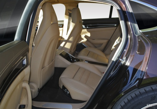 PORSCHE Panamera hatchback wnętrze