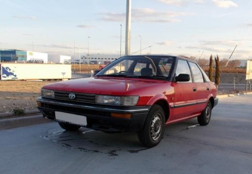 Toyota Corolla hatchback przedni lewy