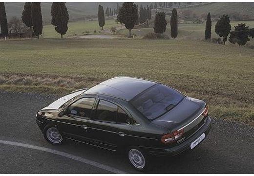 RENAULT Megane Classic II sedan brązowy tylny lewy