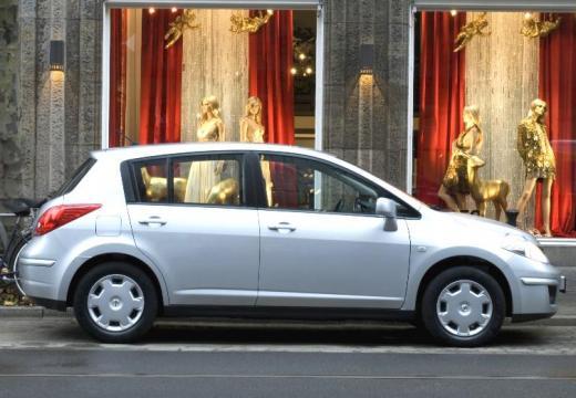 NISSAN Tiida II hatchback silver grey boczny prawy