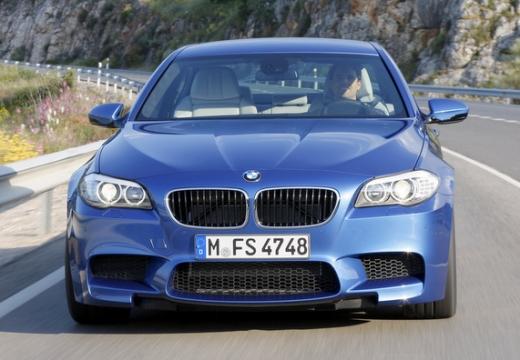BMW Seria 5 F10 I sedan niebieski jasny przedni