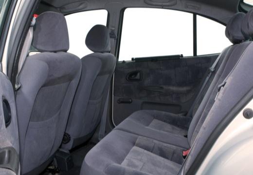 RENAULT Megane II hatchback wnętrze