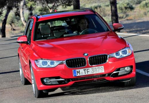 BMW Seria 3 Touring F31 I kombi czerwony jasny przedni prawy