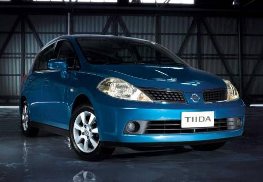 NISSAN Tiida hatchback niebieski jasny przedni prawy