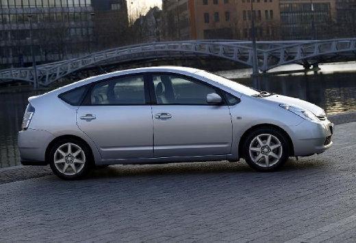 Toyota Prius hatchback silver grey boczny prawy