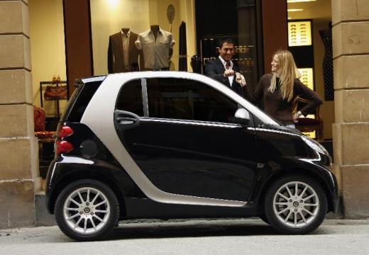 SMART fortwo coupe czarny boczny prawy