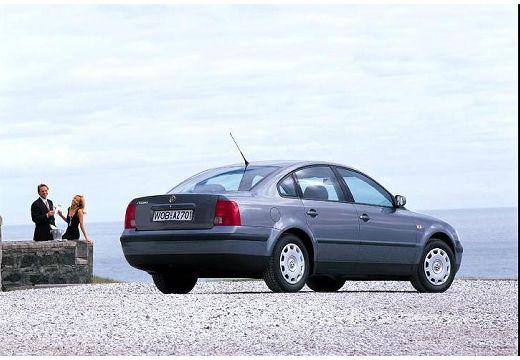 VOLKSWAGEN Passat III sedan niebieski jasny tylny prawy