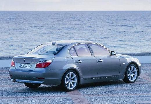 BMW Seria 5 sedan silver grey tylny prawy