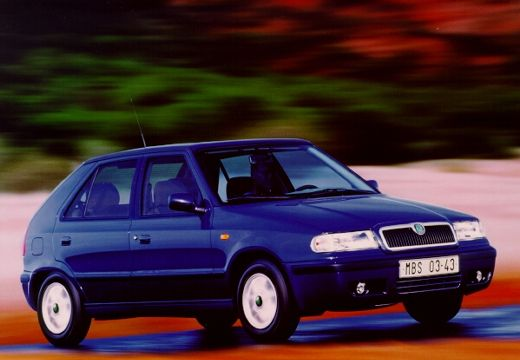 SKODA Felicia hatchback niebieski jasny przedni prawy