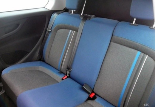 FIAT Punto II hatchback wnętrze