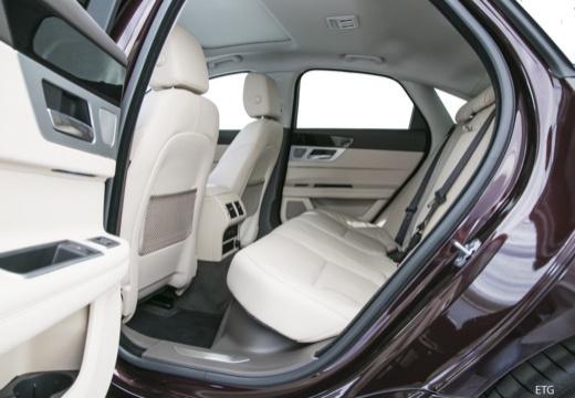 JAGUAR XF III sedan wnętrze