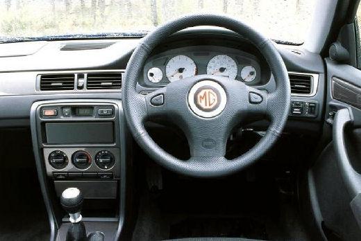 MG ZS sedan tablica rozdzielcza