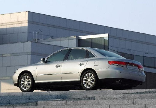 HYUNDAI Grandeur sedan silver grey tylny lewy