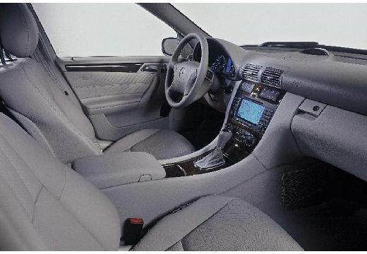 MERCEDES-BENZ Klasa C W 203 II sedan wnętrze