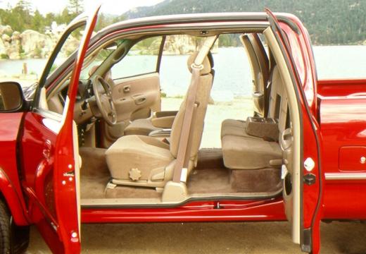 Toyota Tundra I pickup czerwony jasny wnętrze