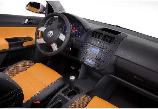 VOLKSWAGEN Polo IV II hatchback wnętrze