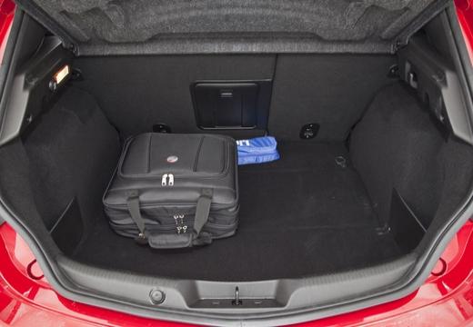 ALFA ROMEO Giulietta hatchback przestrzeń załadunkowa