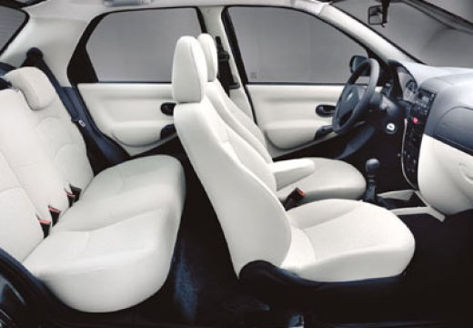 FIAT Albea II sedan wnętrze
