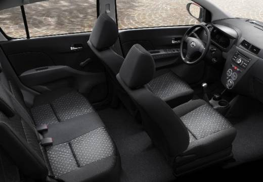 DAIHATSU Cuore hatchback wnętrze
