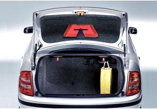 SKODA Fabia II sedan silver grey przestrzeń załadunkowa