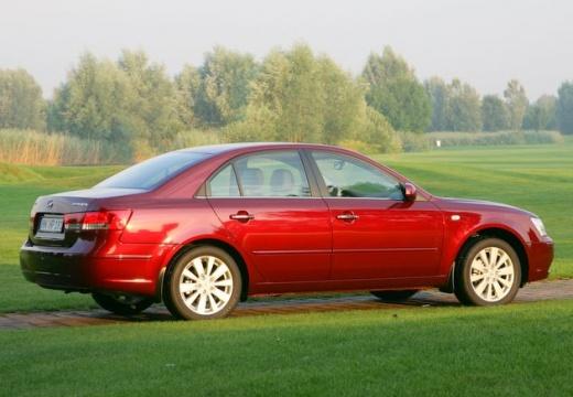 HYUNDAI Sonata VII sedan czerwony jasny tylny prawy