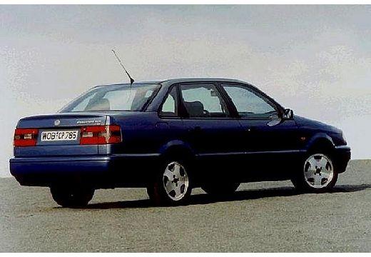 VOLKSWAGEN Passat II sedan niebieski jasny tylny prawy