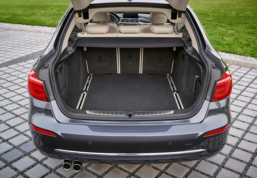 BMW Seria 3 Gran Turismo F34 II hatchback silver grey przestrzeń załadunkowa