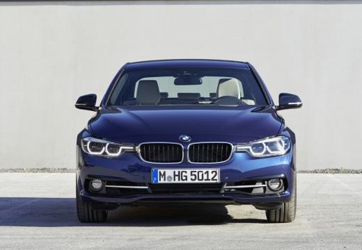 BMW Seria 3 F30/F80 sedan niebieski jasny przedni