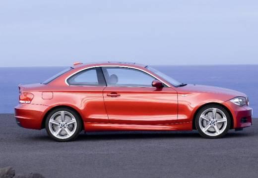 BMW Seria 1 coupe pomarańczowy boczny prawy
