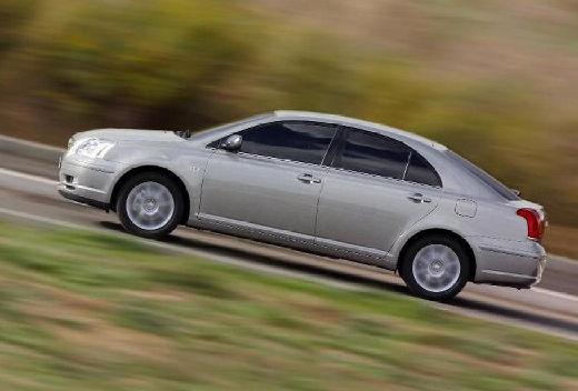 Toyota Avensis hatchback silver grey boczny lewy