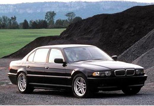 BMW Seria 7 E38 sedan czarny przedni prawy