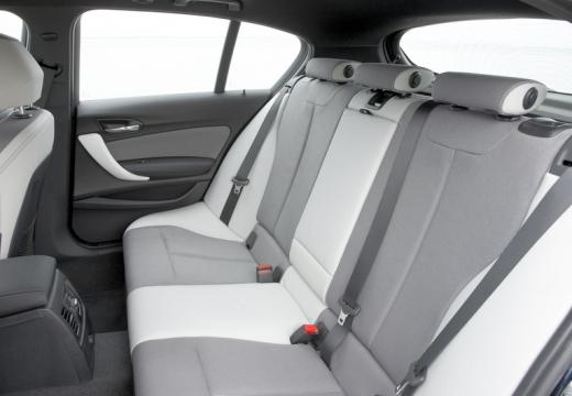 BMW Seria 1 F20 I hatchback wnętrze