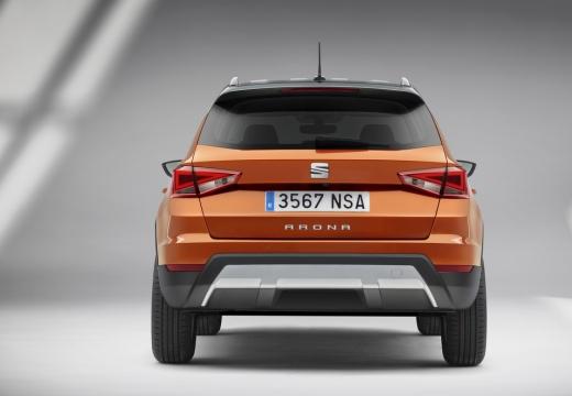 SEAT Arona hatchback pomarańczowy tylny