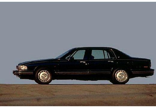 BUICK Park Avenue sedan czarny boczny lewy