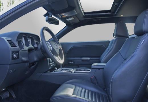 DODGE Challenger I coupe biały wnętrze