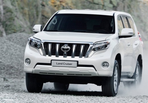 Toyota Land Cruiser kombi biały przedni lewy